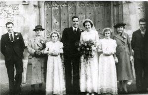 Effie marries Charles Collins