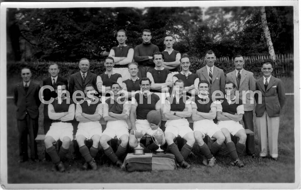 Chesham United football team in 1948. Photo courtesy of Len Brown. [image code: h7-11-01]