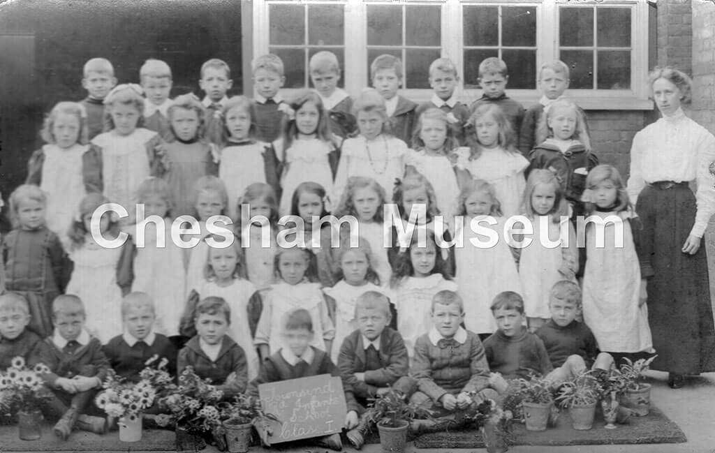 Townsend Road Infant School class I (as seen on chalkboard in picture) c1909. Photo donated by William Ivory, [image code: h7-27-10]